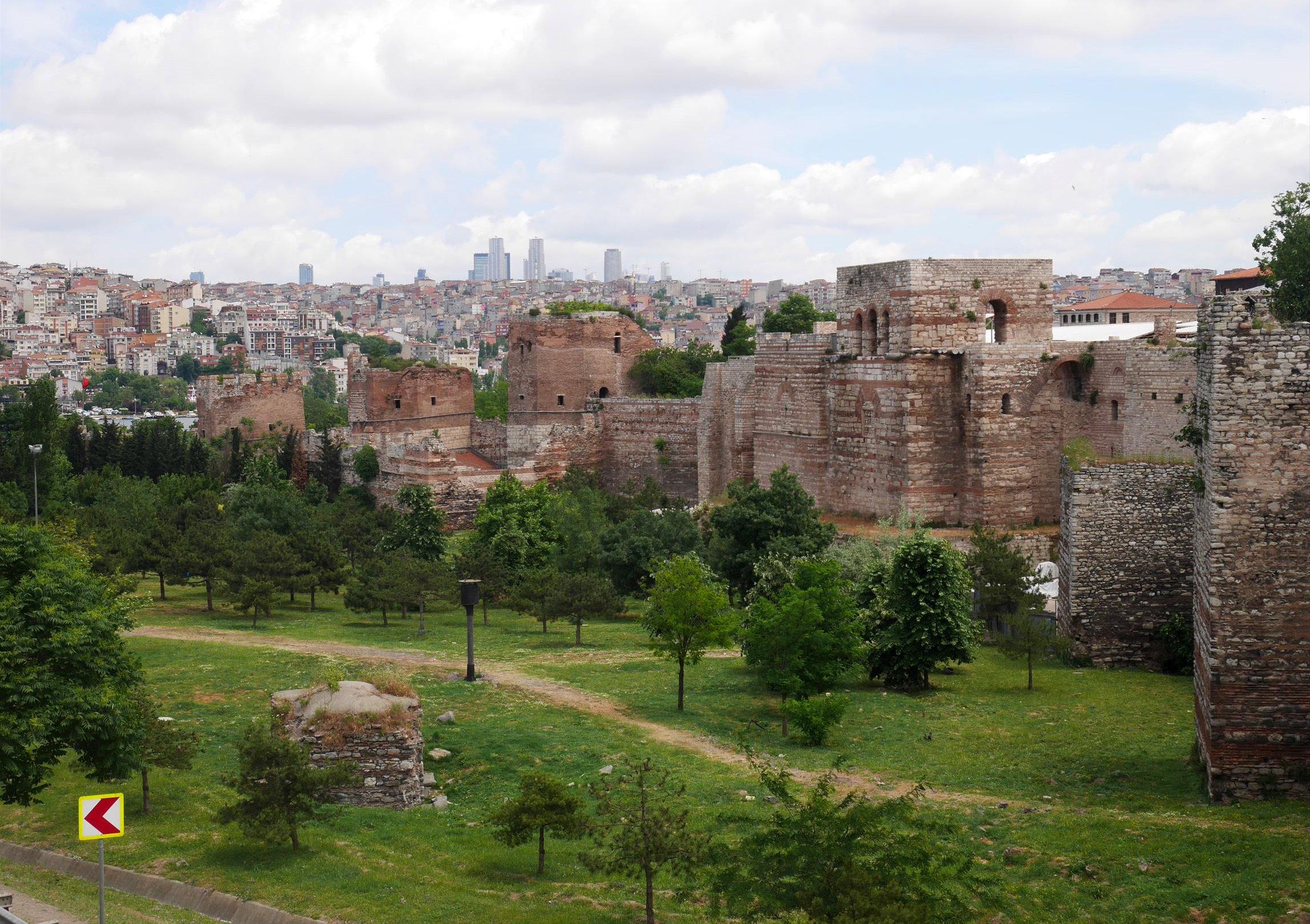 イスタンブールを守る「テオドシウスの城壁」
