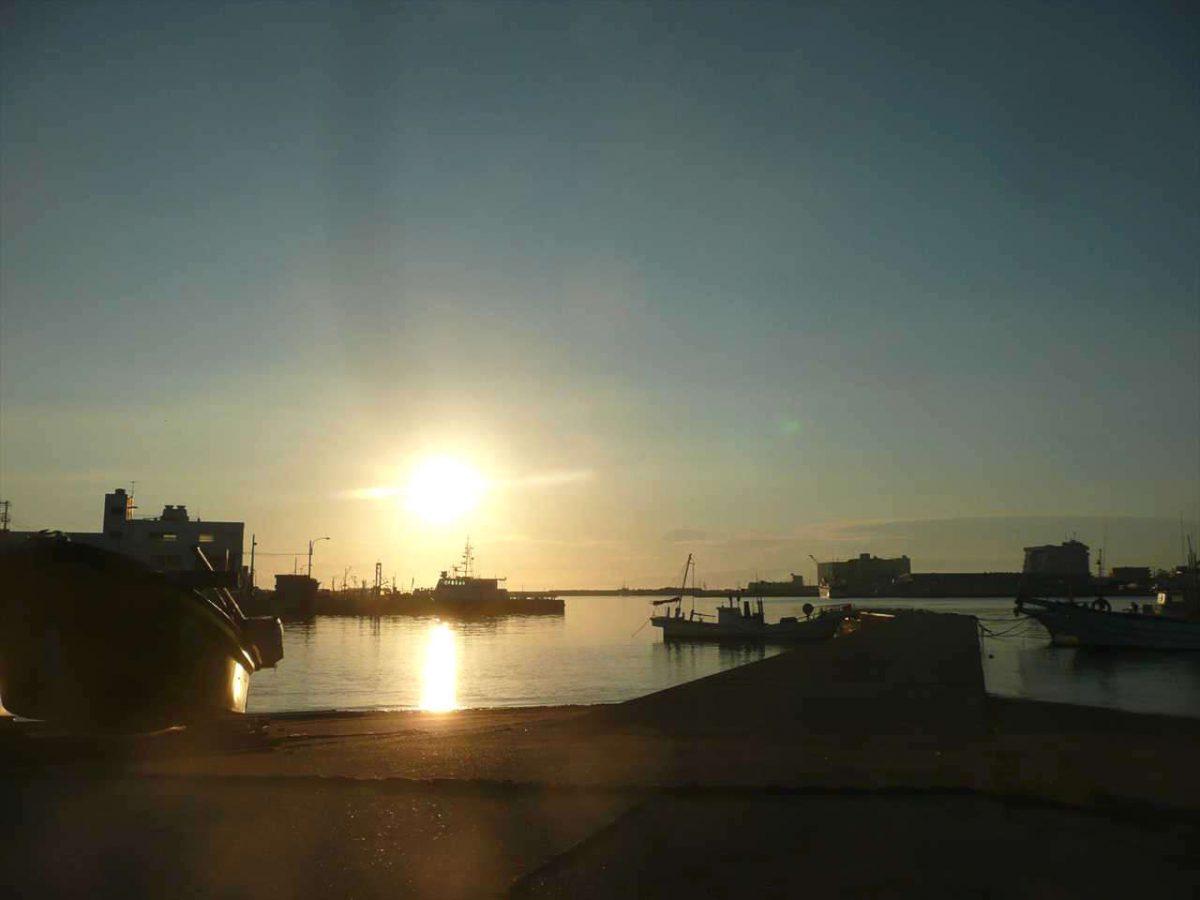 日の入り直前の城ヶ島漁港