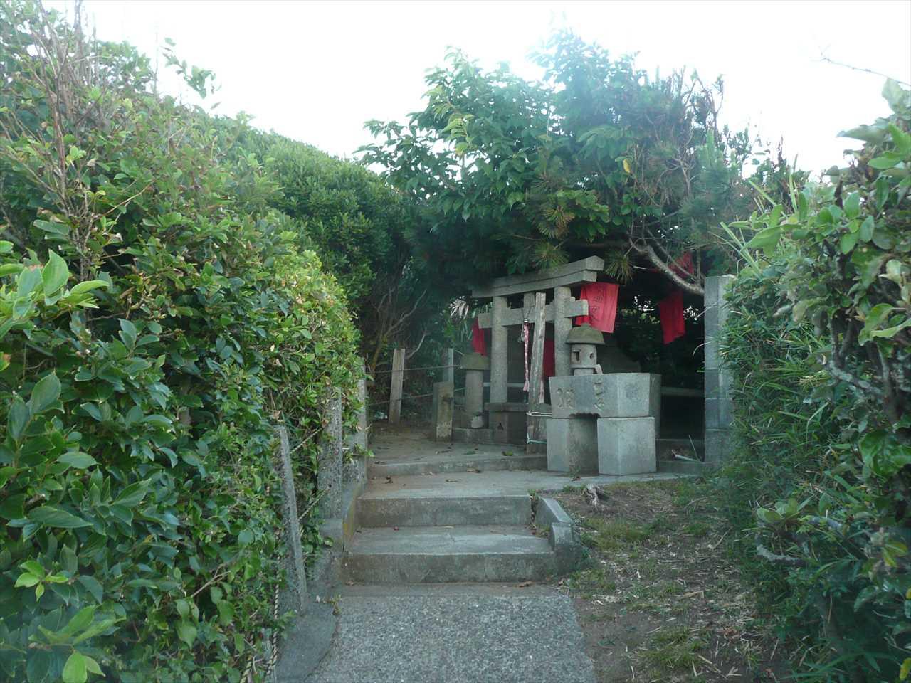 城ヶ島の楫の三郎山神社