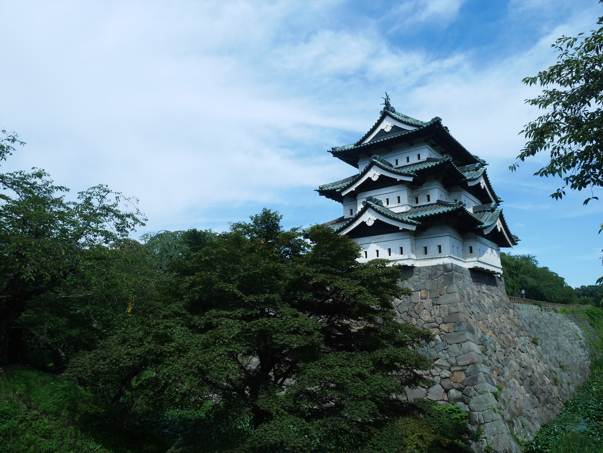弘前城に桜が咲いてなくてもこれだけすごいってことは・・・