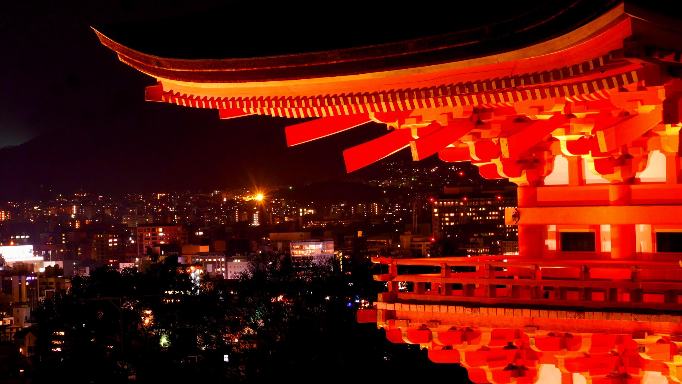 京都の定番 清水寺 秋のライトアップが綺麗だった