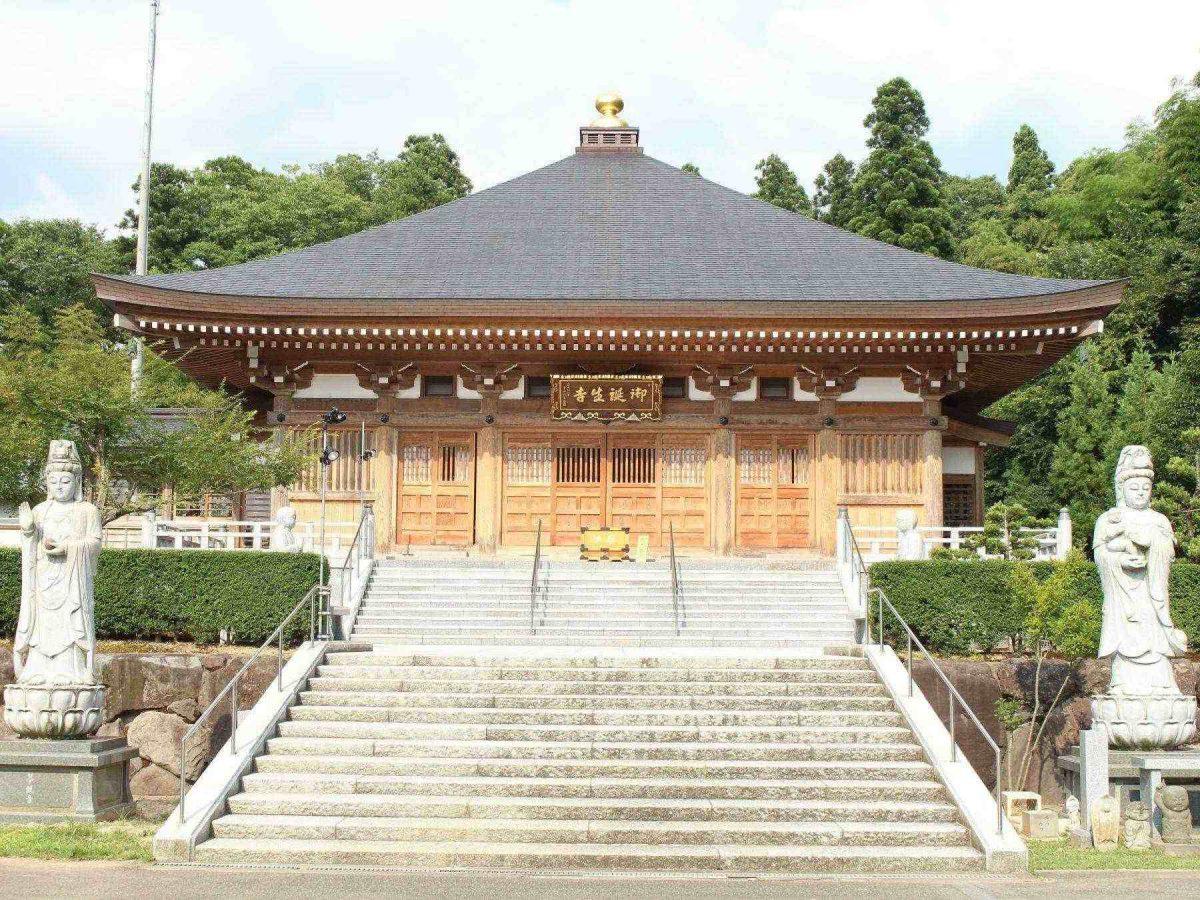御誕生寺の本殿
