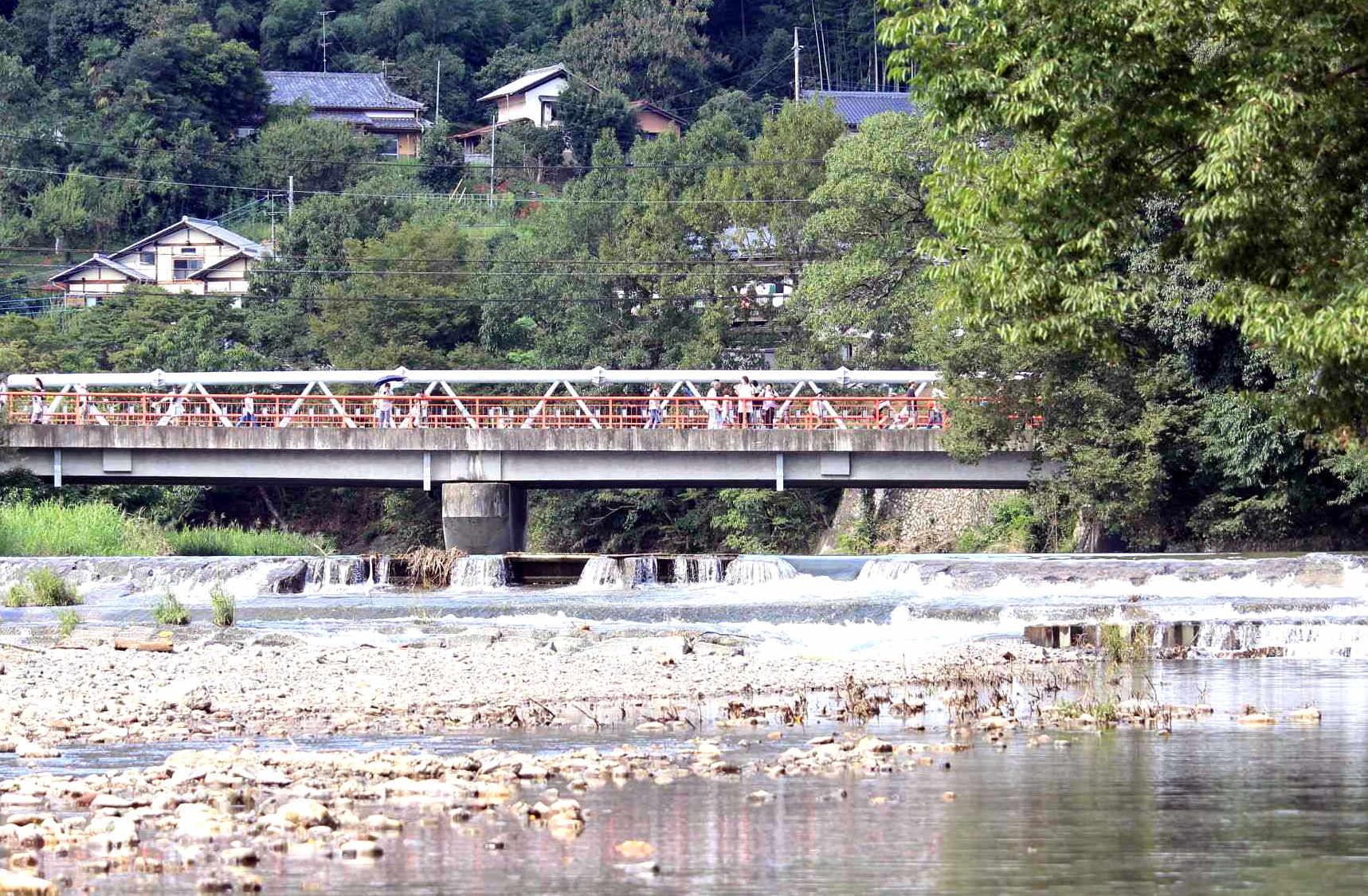 巾着田の入り口の鹿台橋