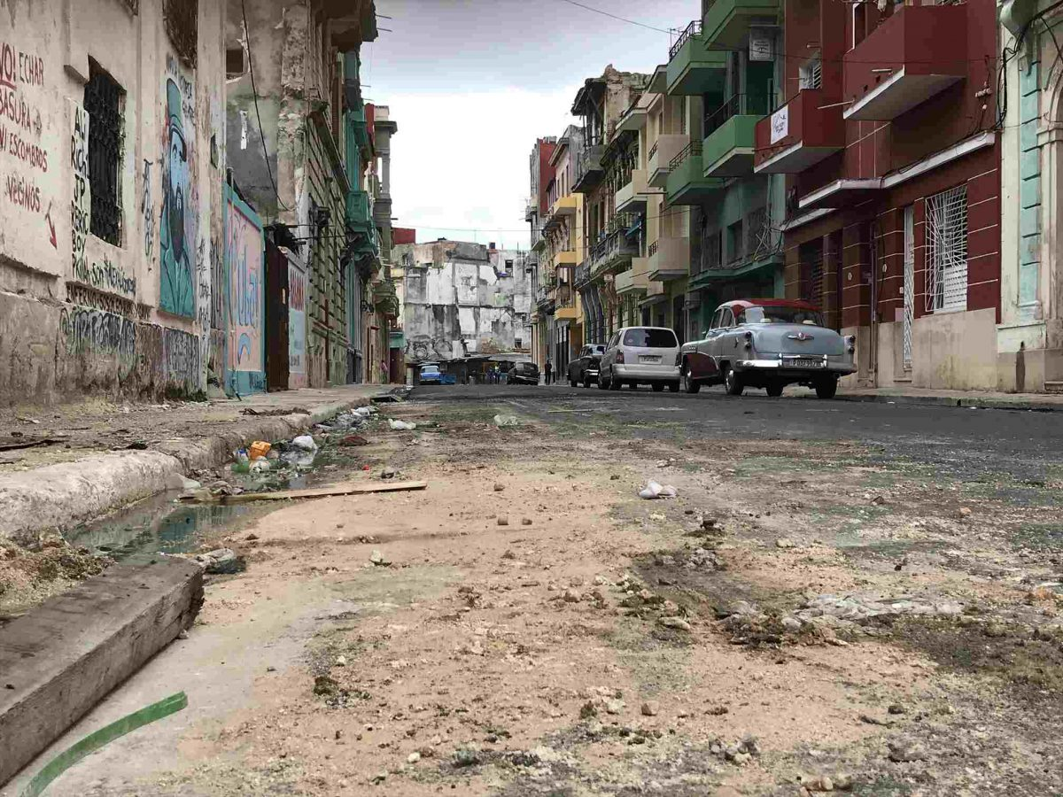 ハバナの道路は汚い