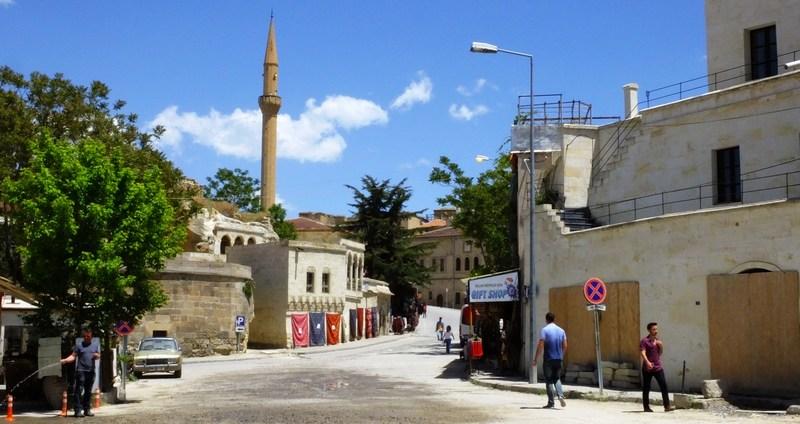 ムスタファパシャの街並みと教会