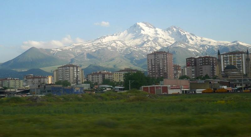 エルジェス山とカイセリ市