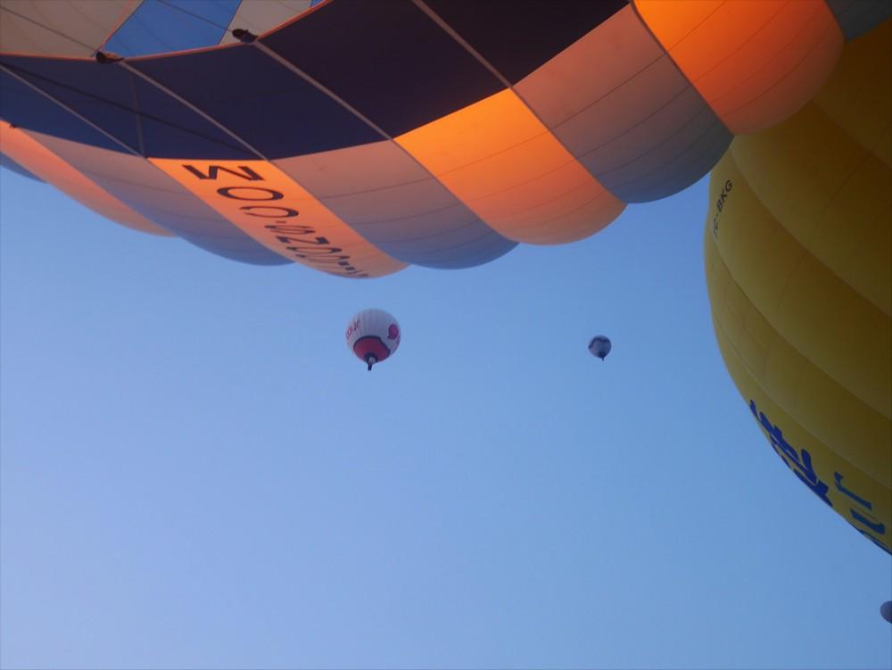 気球が衝突