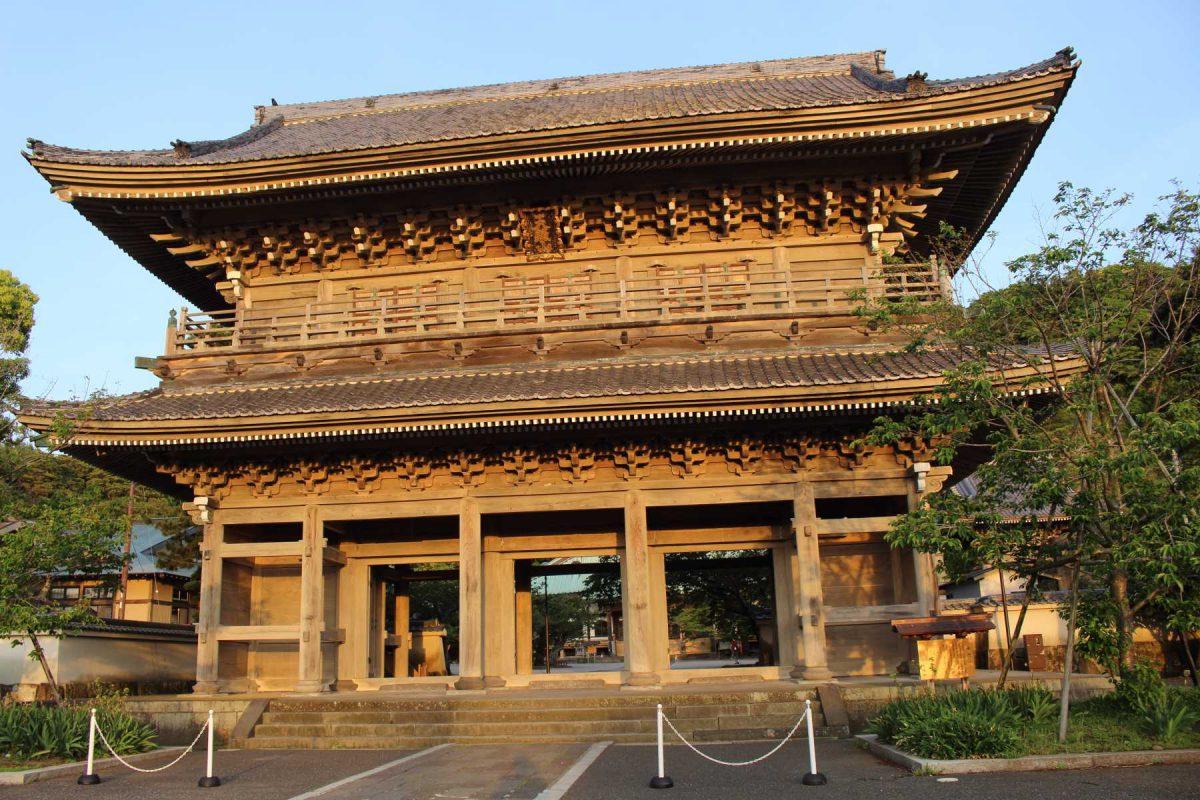 光明寺の山門