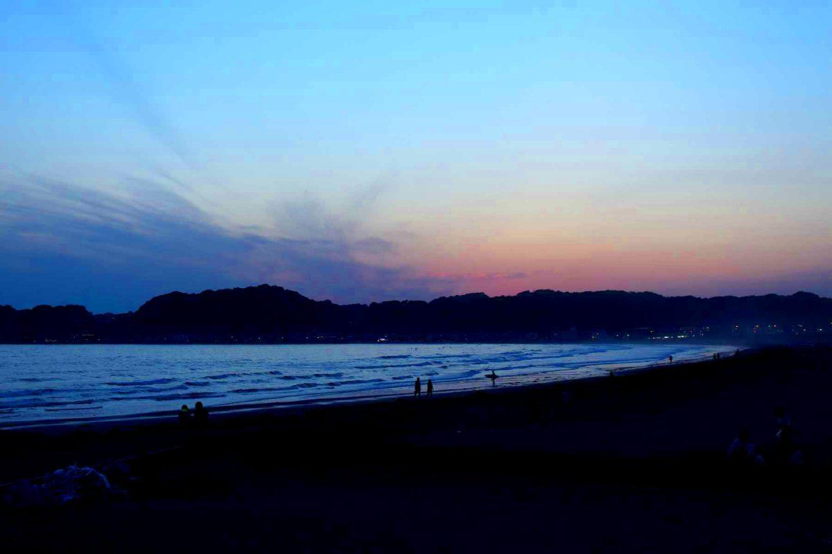 日の落ちた湘南海岸