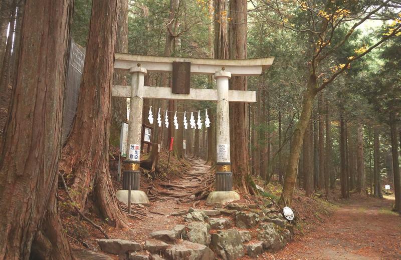 三峯神社奥宮第一の鳥居