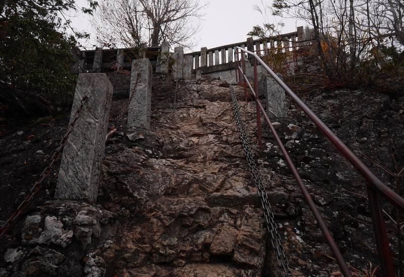 三峯神社の奥宮の手前の鎖場