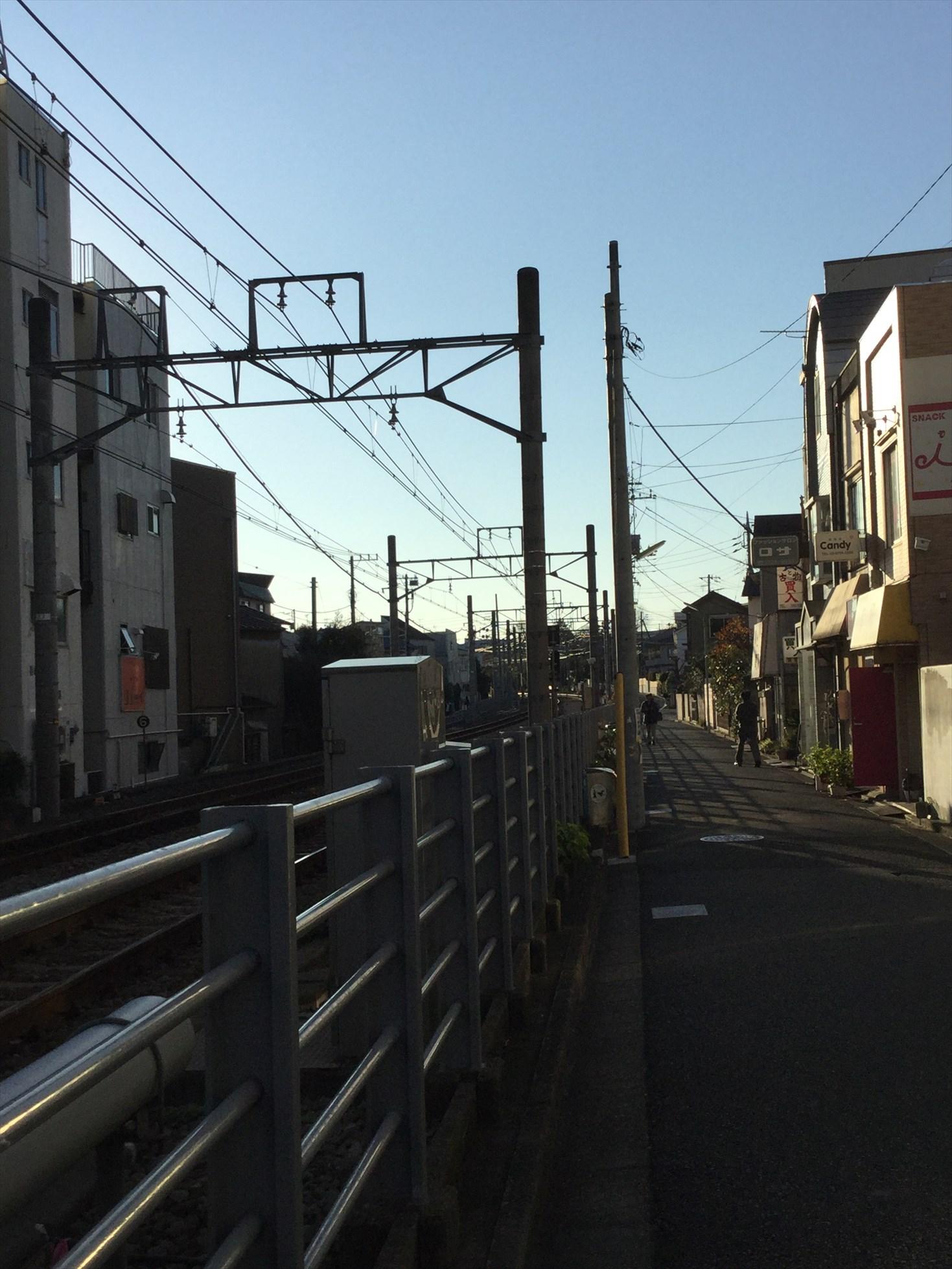 奥沢駅の線路の北側