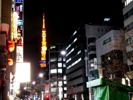 大門交差点から見た東京タワー