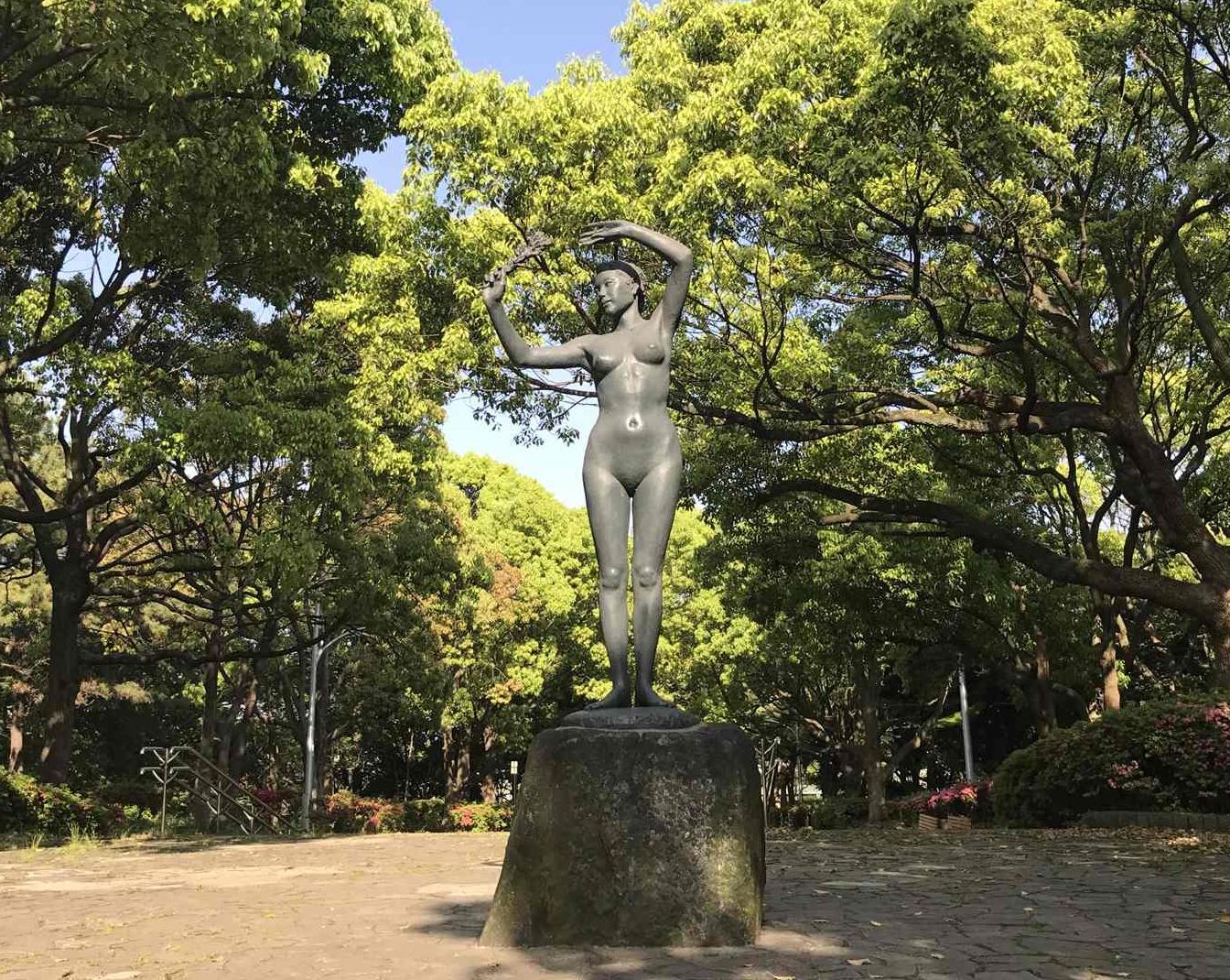 大井ふ頭海浜公園の入り口の全裸の像