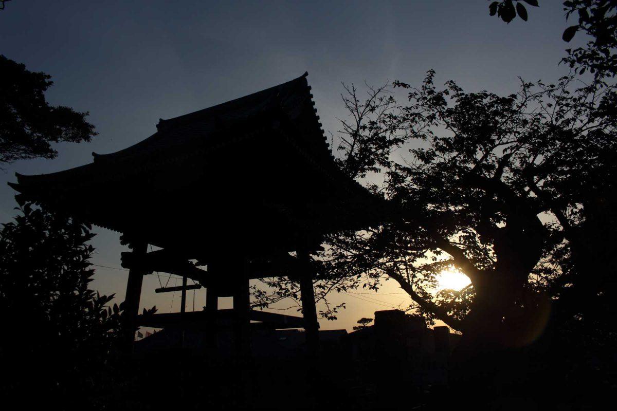 夕暮れの光明寺