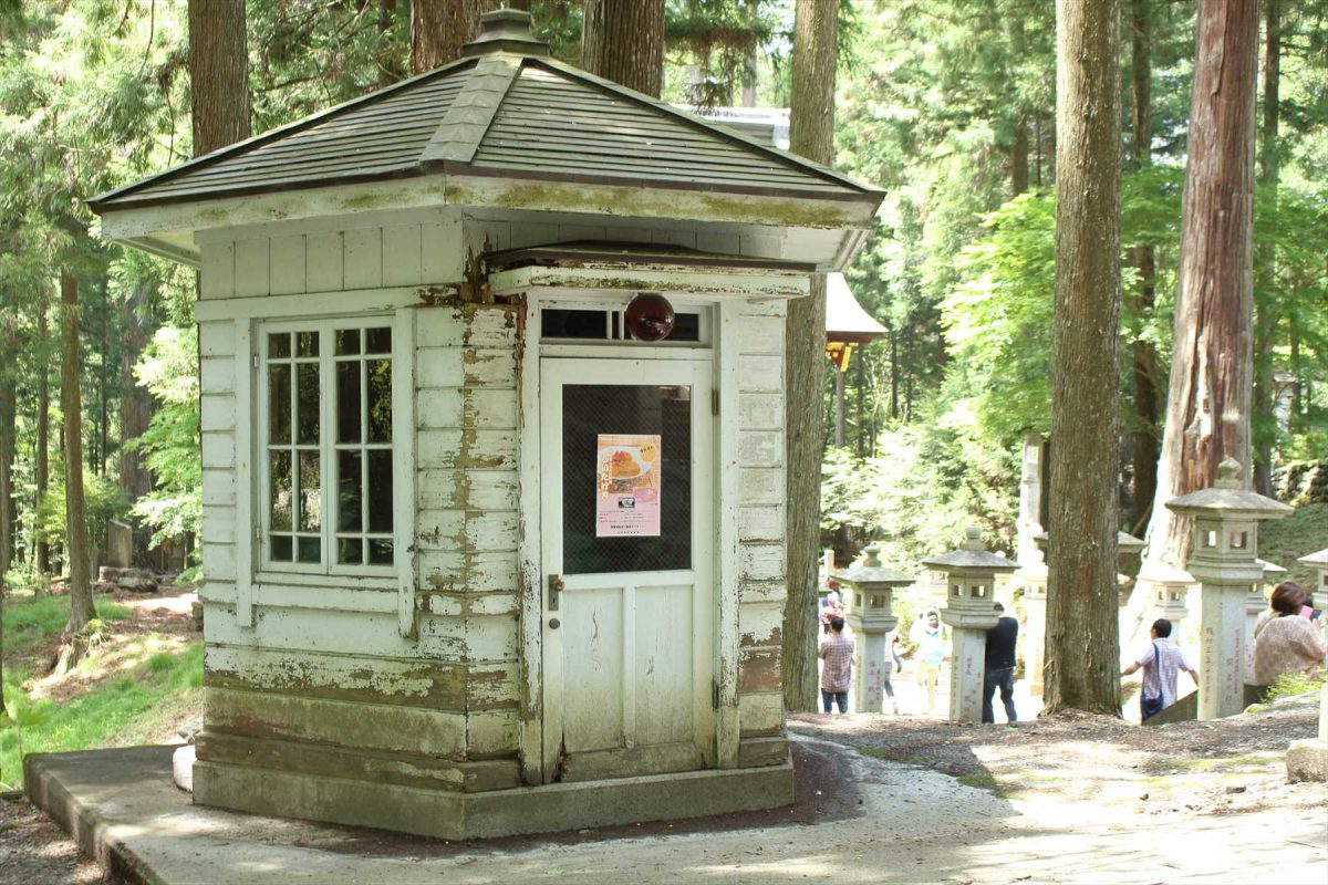 三峯神社の交番