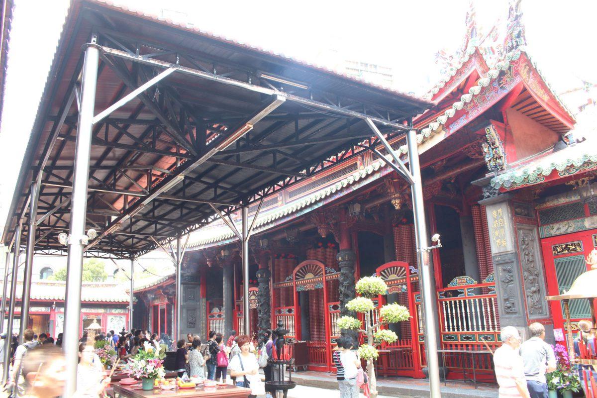 龍山寺本殿