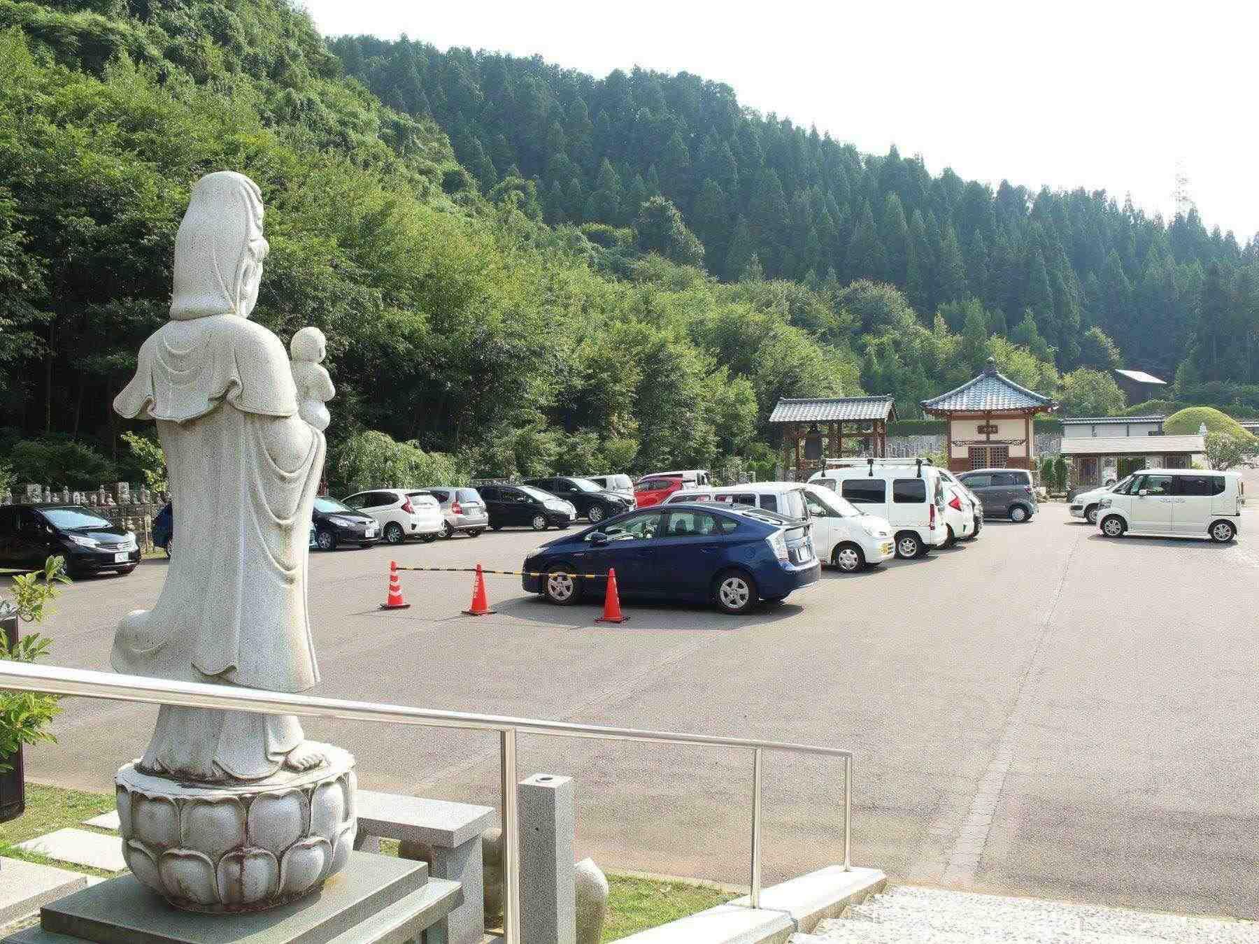 御誕生寺の駐車場