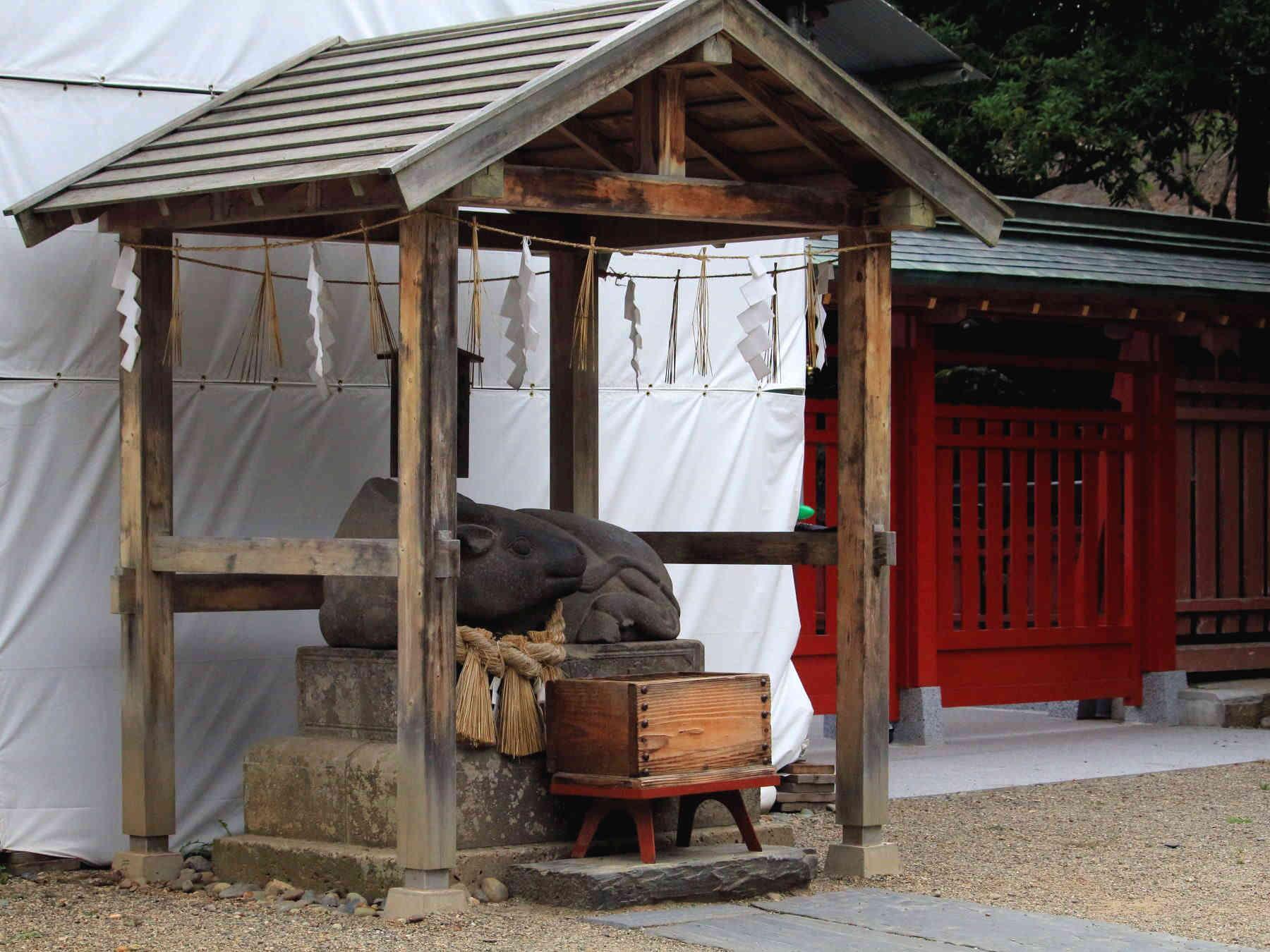 塩竃神社の撫で牛