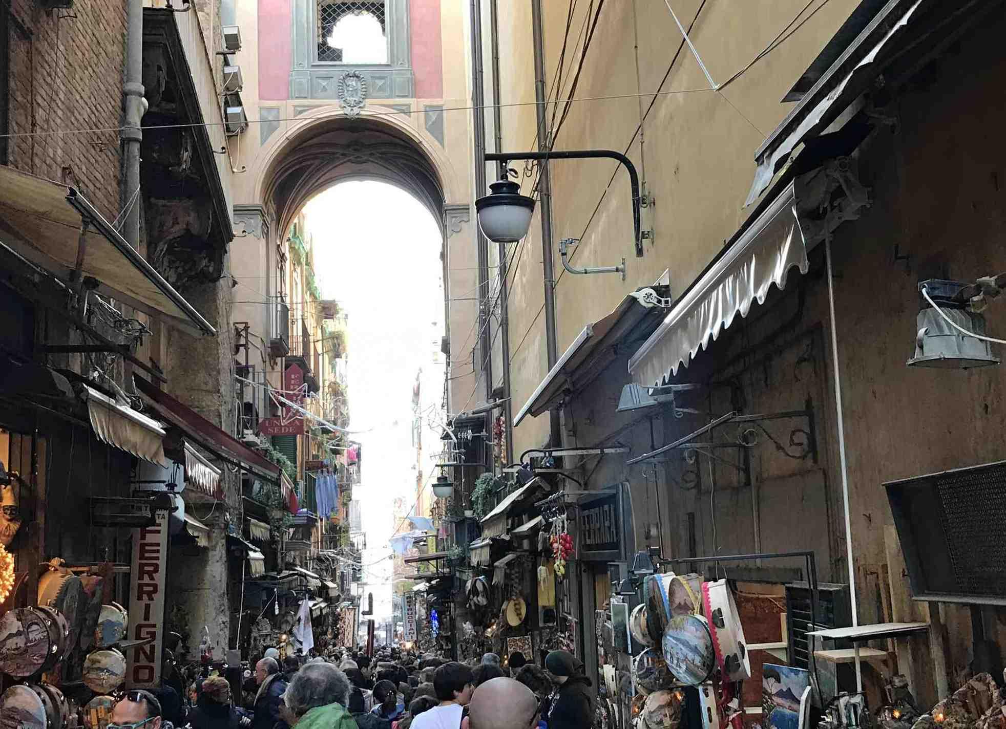 ナポリの古い町並み