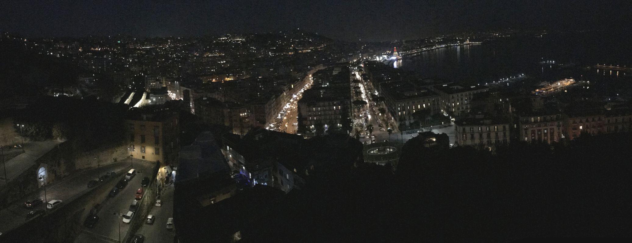 ナポリの夜景パノラマ