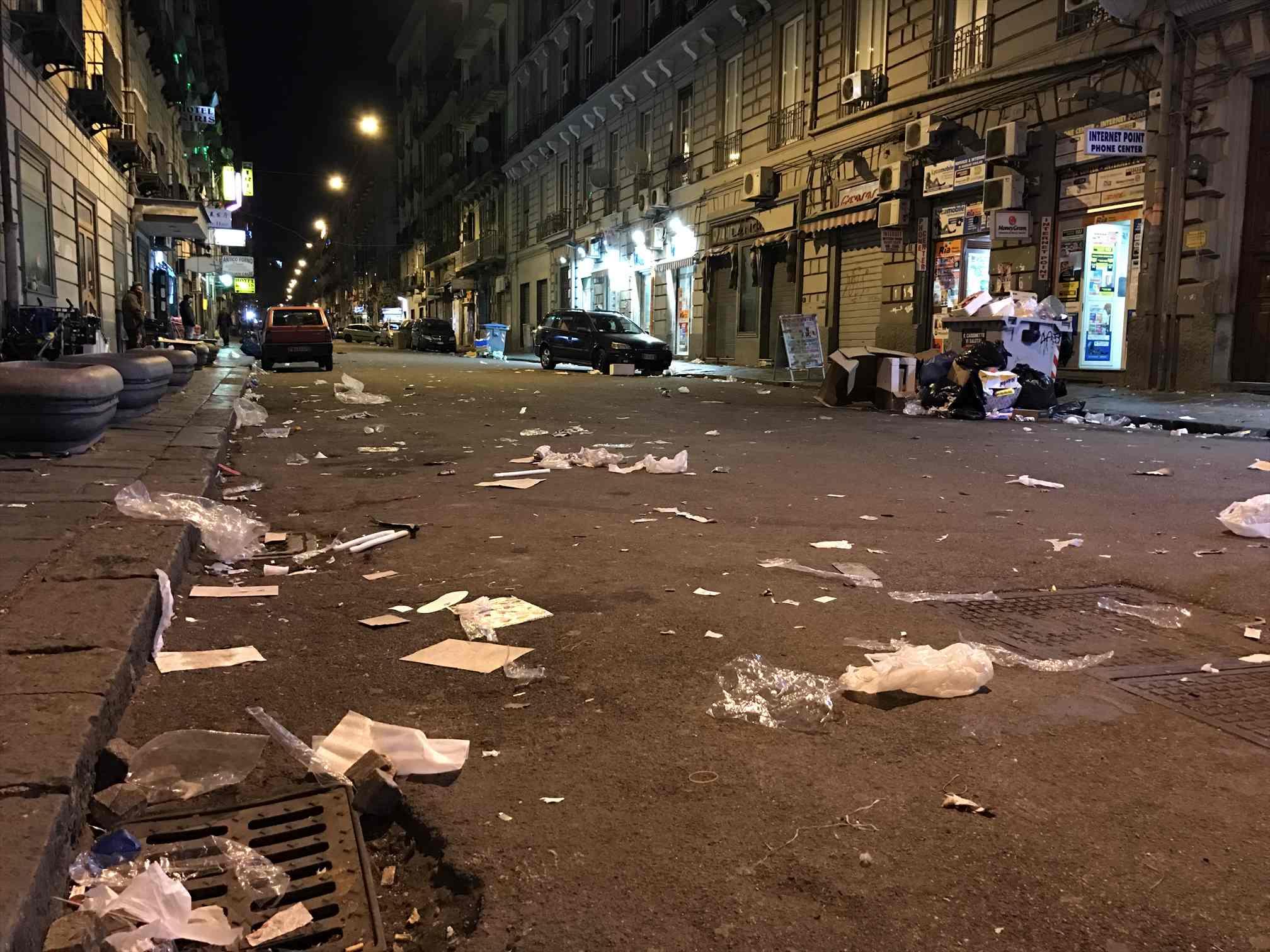 ゴミだらけのナポリの街
