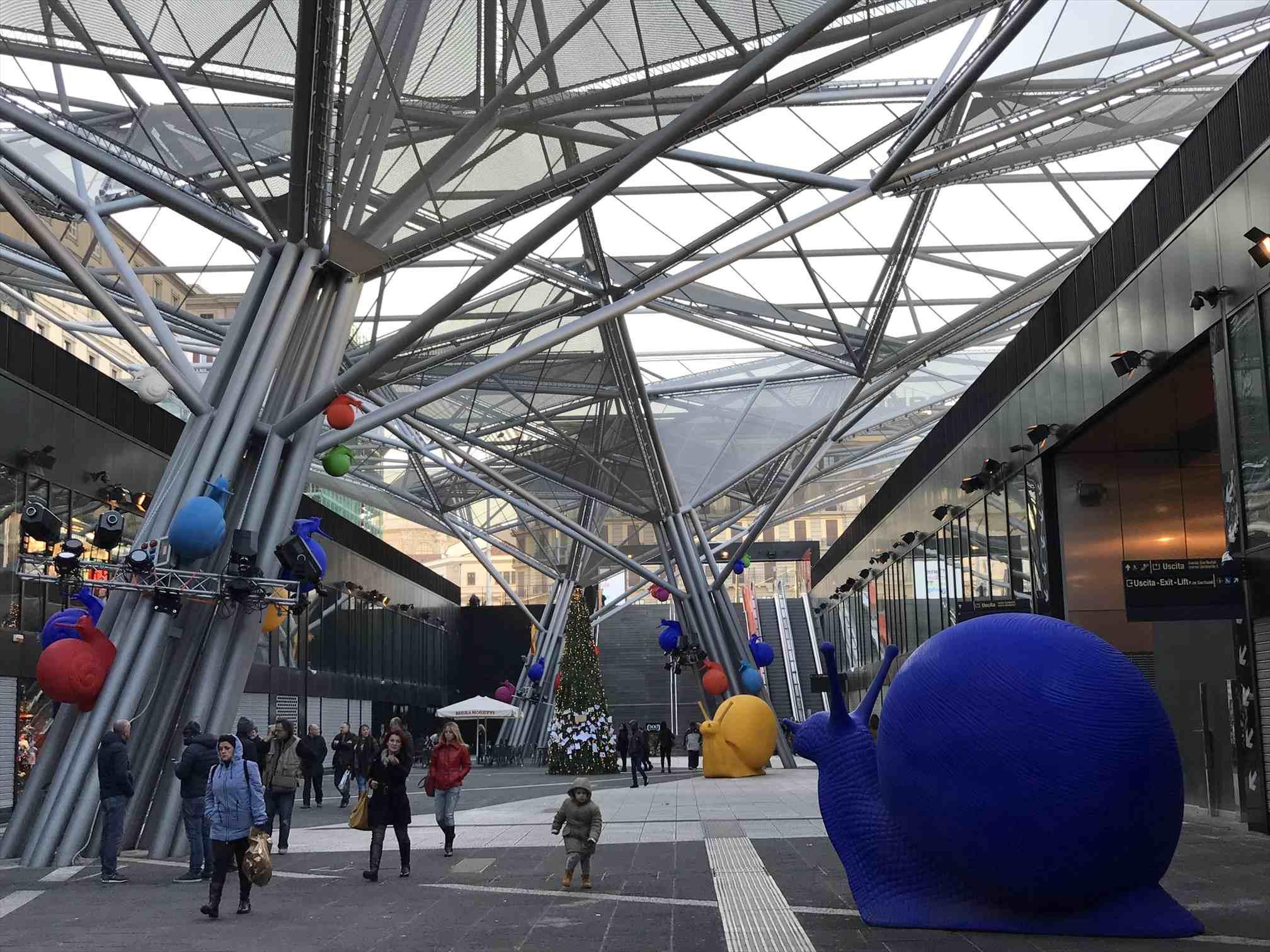 ナポリ中央駅のカタツムリ