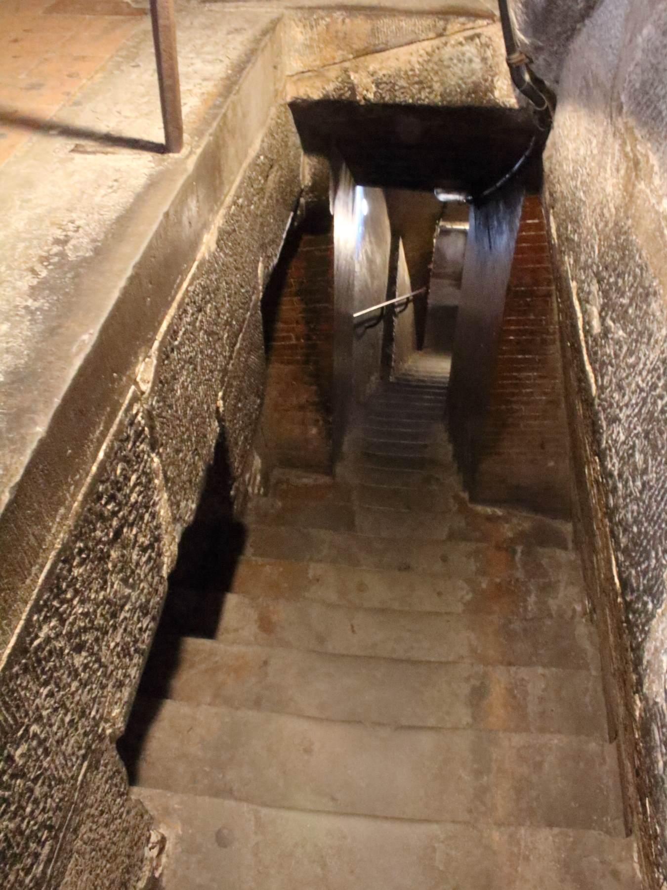 フィレンツェ大聖堂のクーポラまで階段