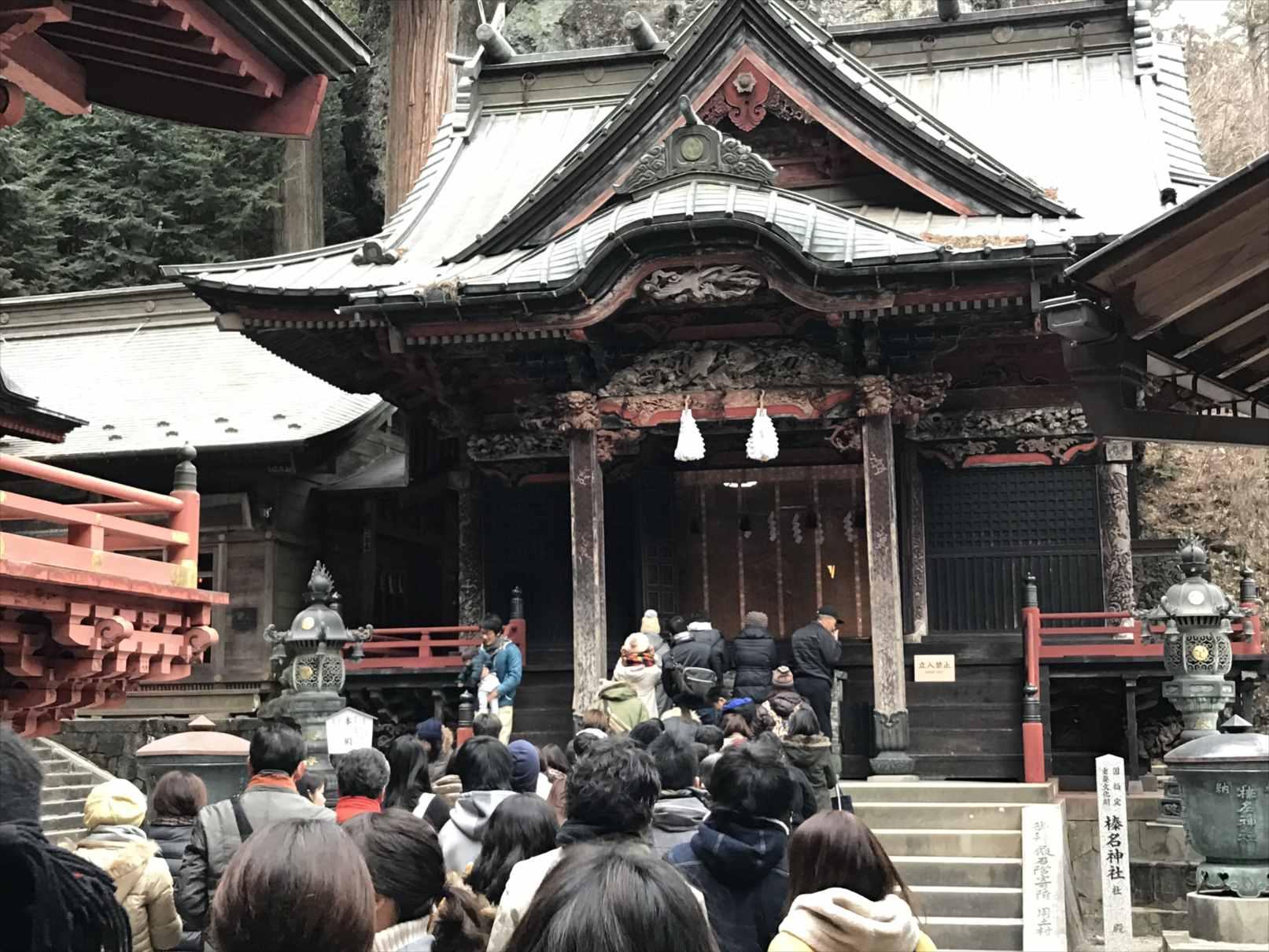 榛名神社の本殿前