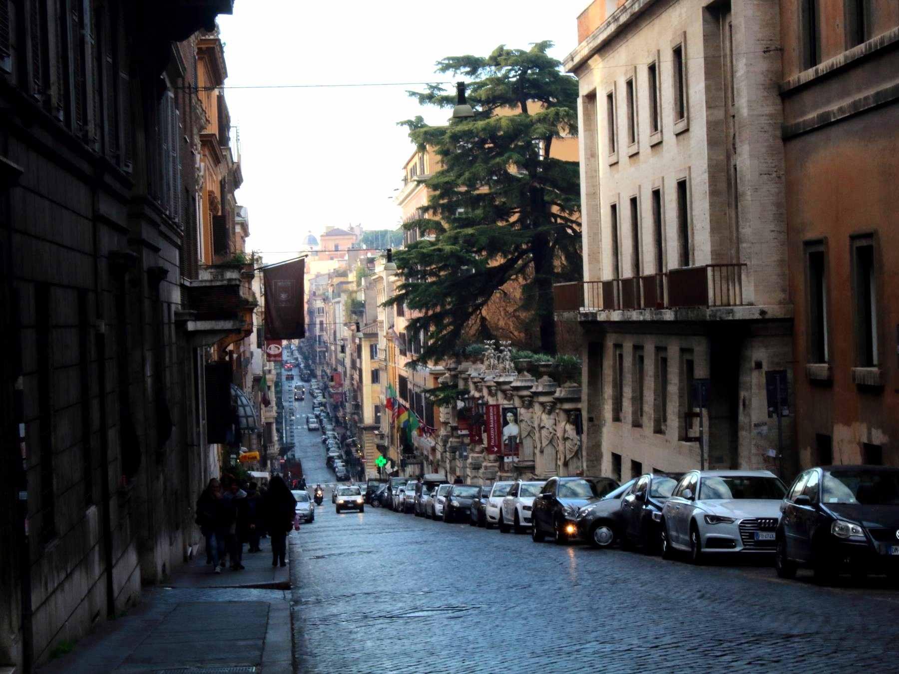 ローマは坂が多い街