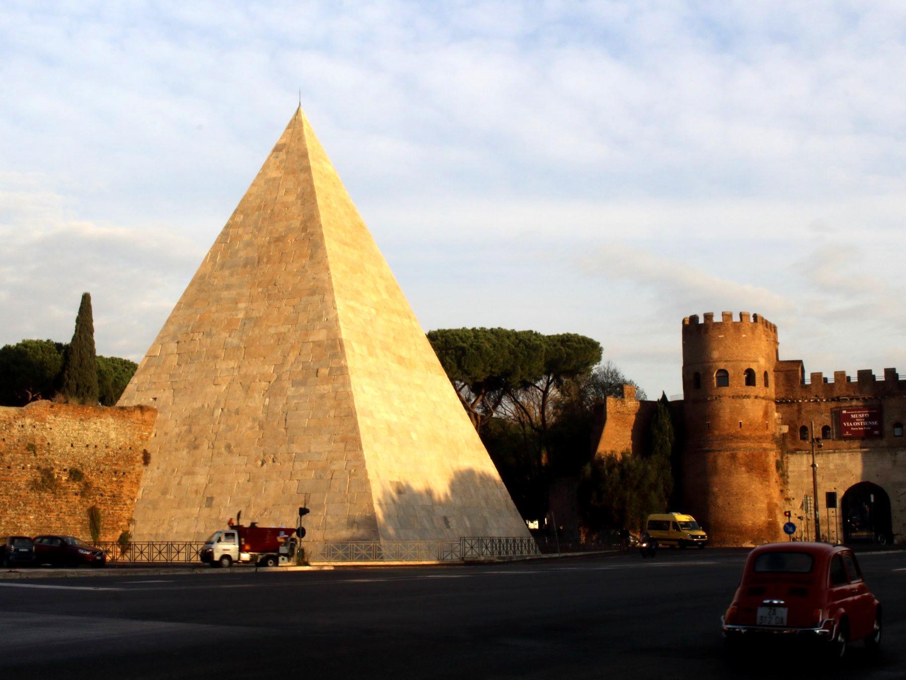 ローマのピラミッド(ピラミデ)