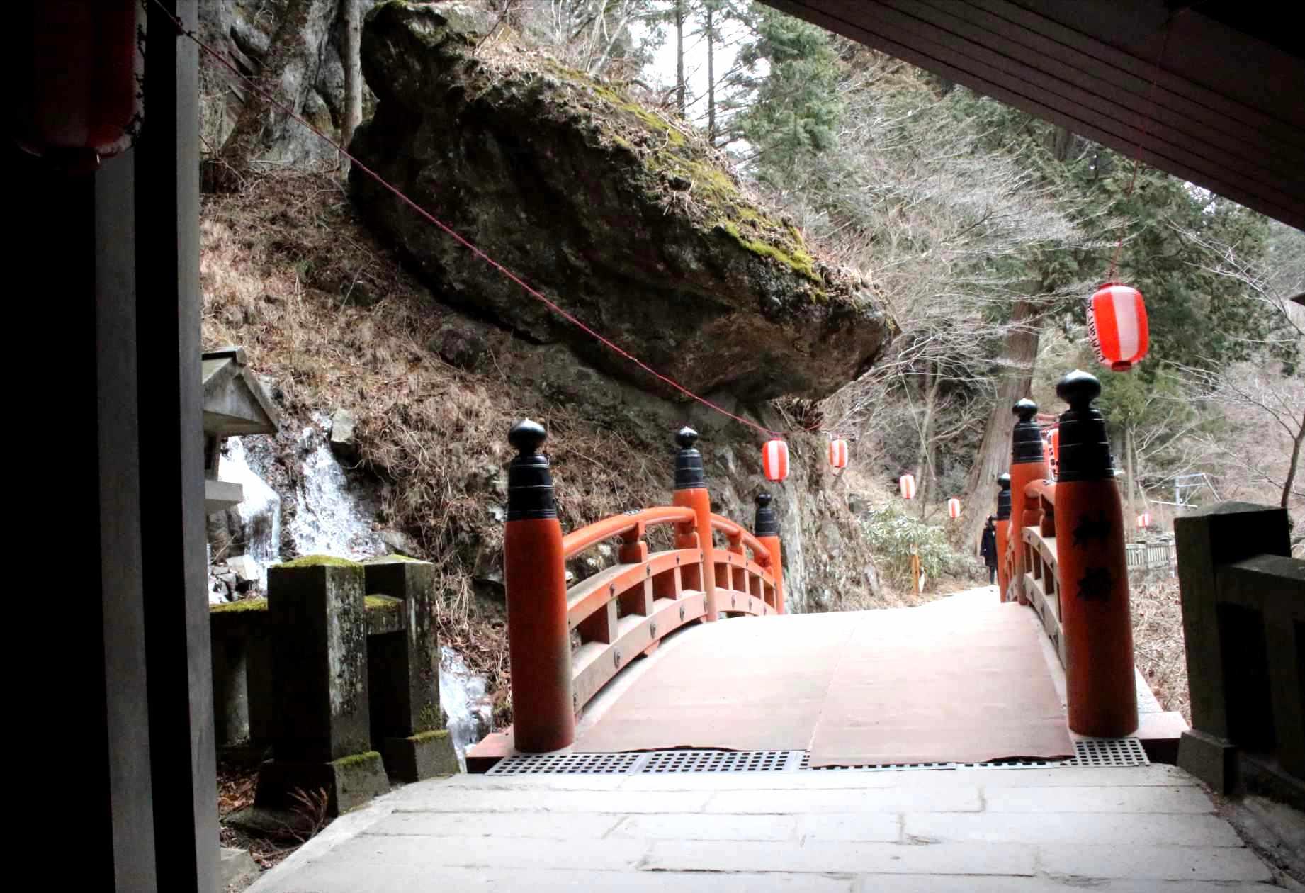 行者渓にかかる橋