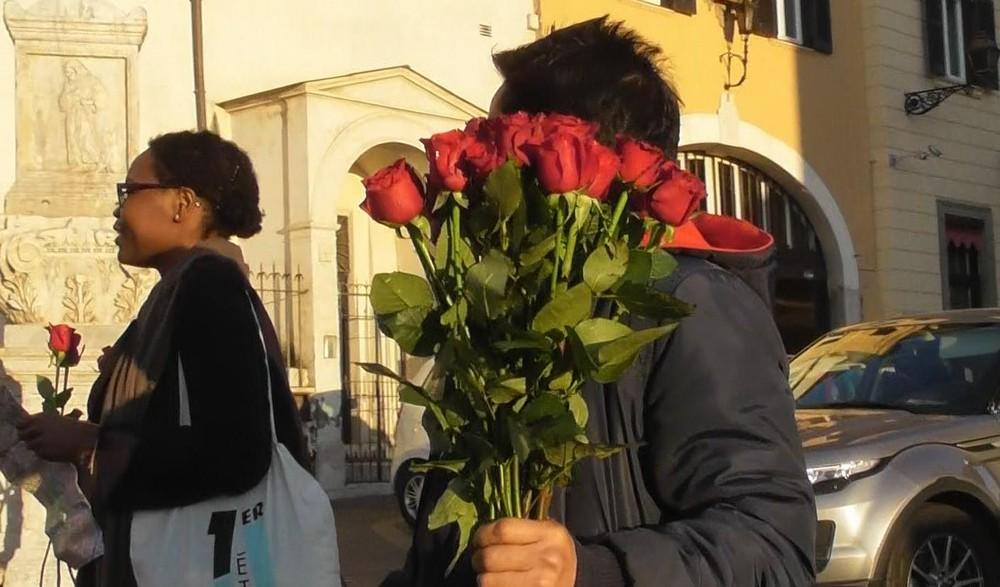 スペイン広場薔薇の花詐欺