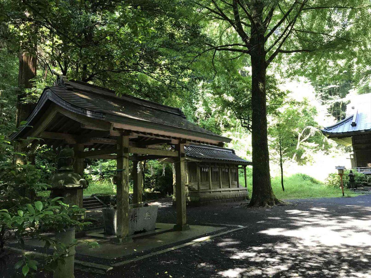 二岡神社の手水舎