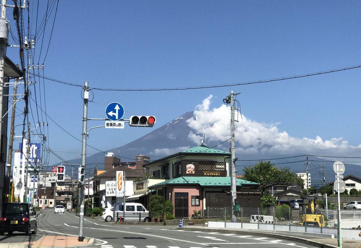 御殿場市街から見る富士山
