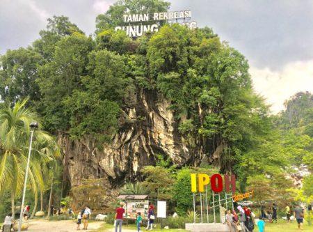イポーのシンボル的な岩山