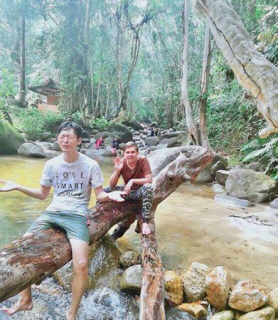イポーで川遊び