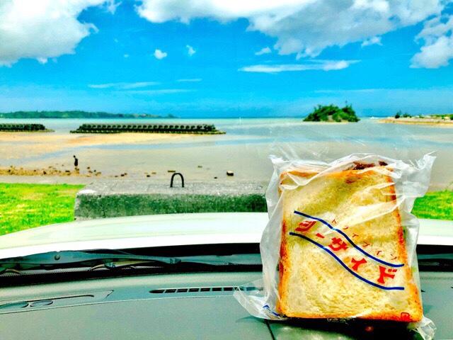 パンと仲泊海岸