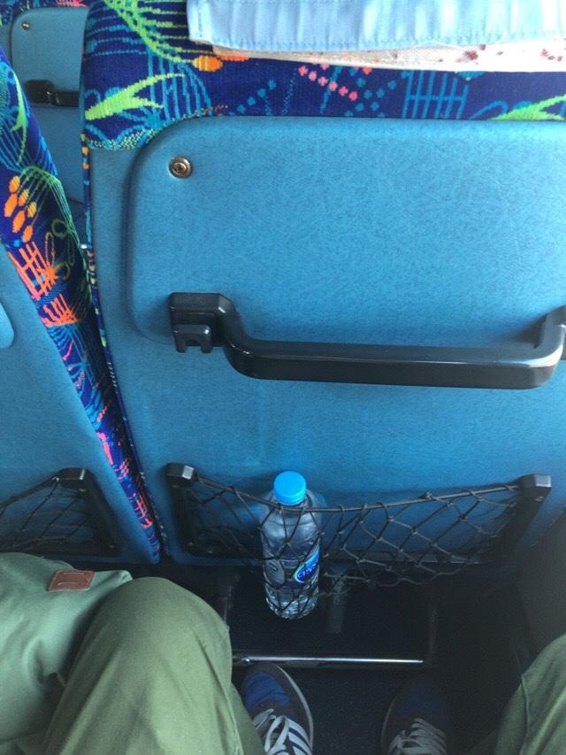 スコータイ行きバスはミネラルウォーター付き