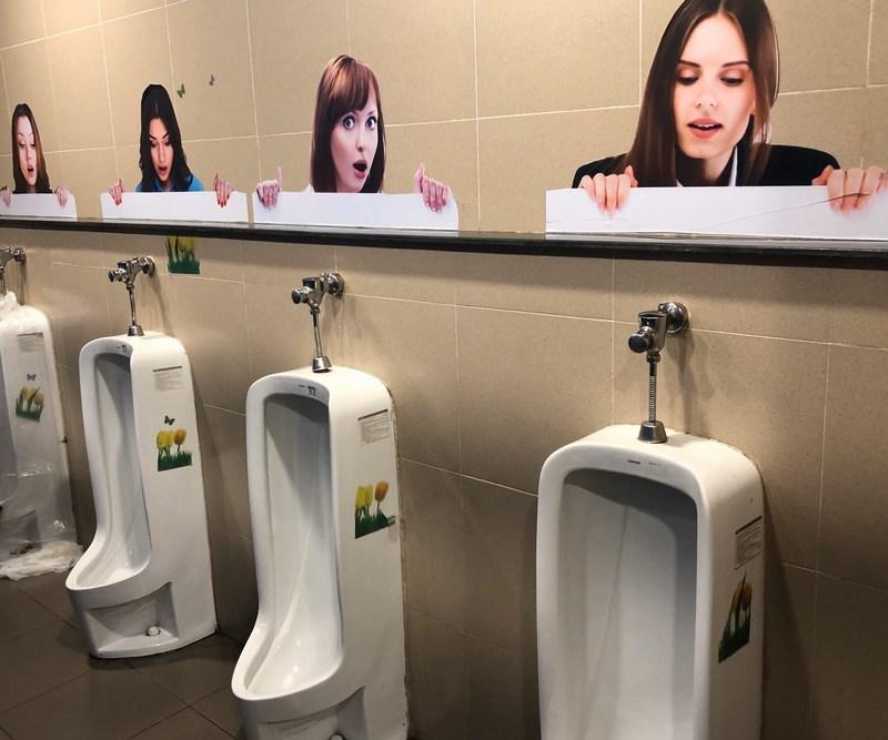 美女に覗かれるダナンのトイレ