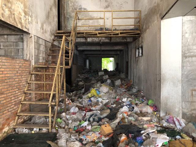 ゴミ屋敷な廃墟