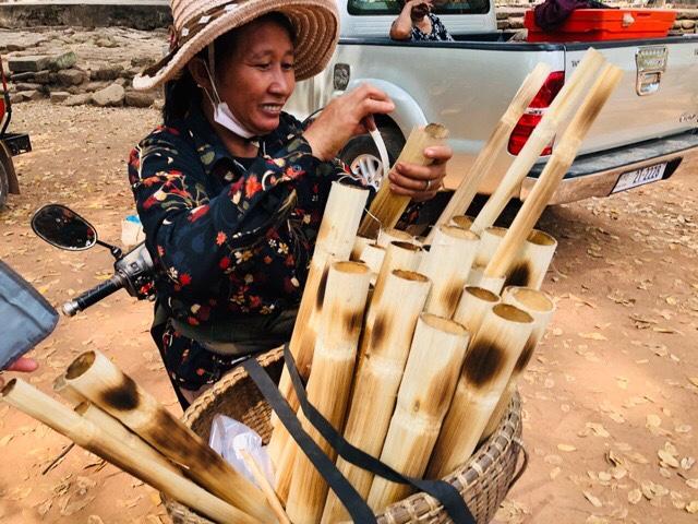 カンボジアの赤飯美味しい