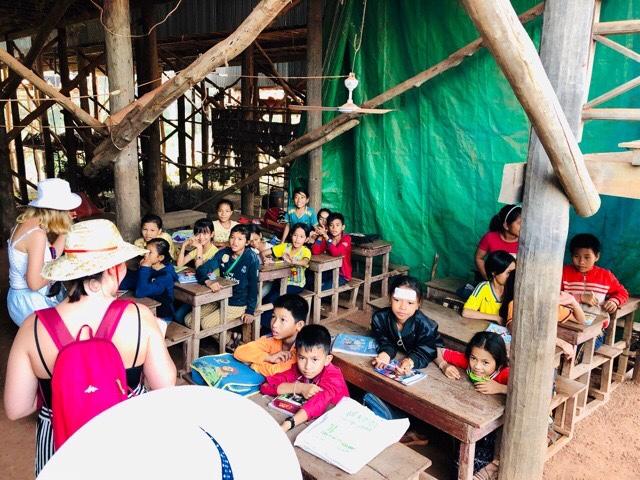 コンポンプルック村の小学校