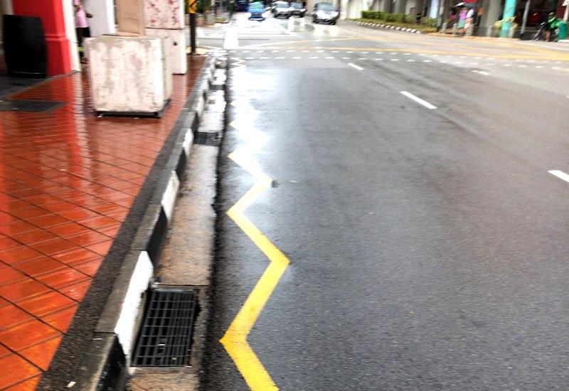 横断歩道以外の道路を横切るの禁止