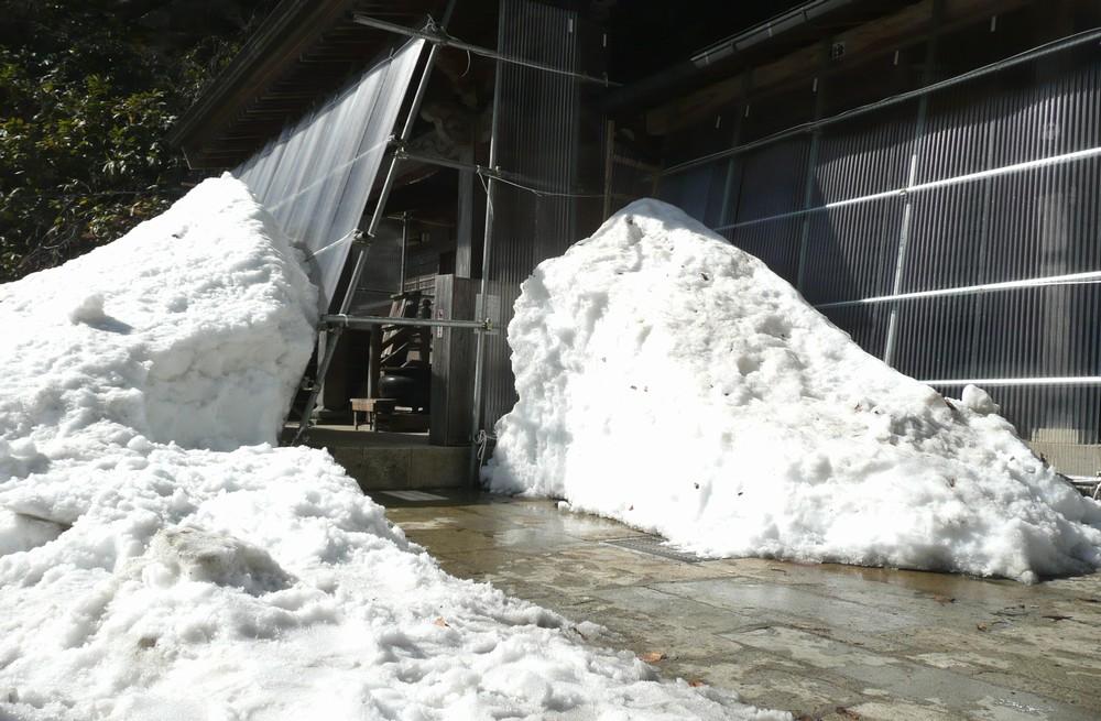 雪の奥の院