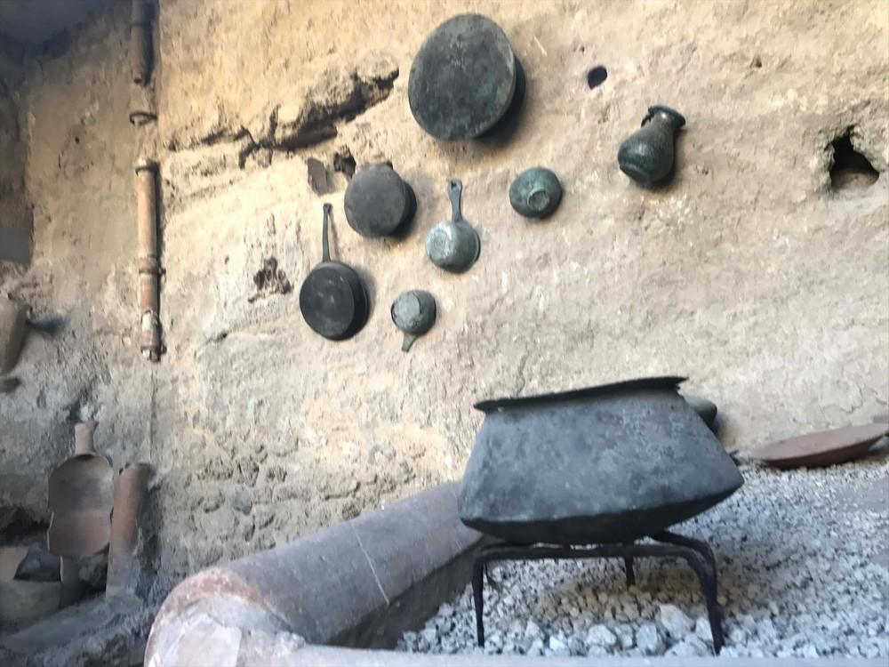 ポンペイ遺跡の住宅の調理器具