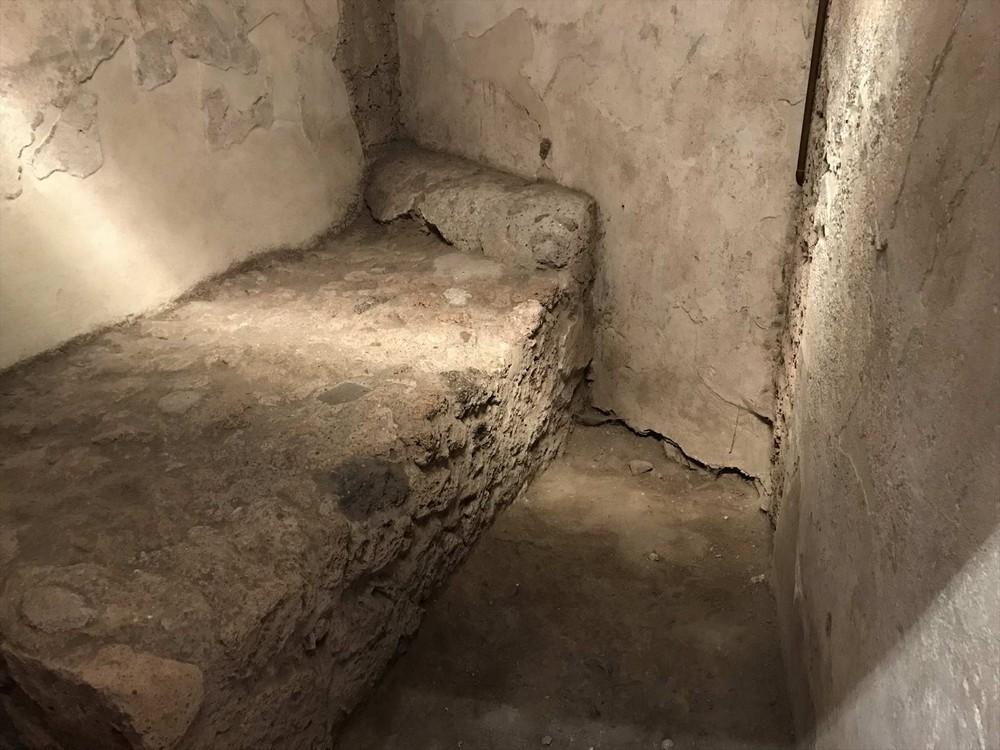 ポンペイ遺跡売春宿のベッド