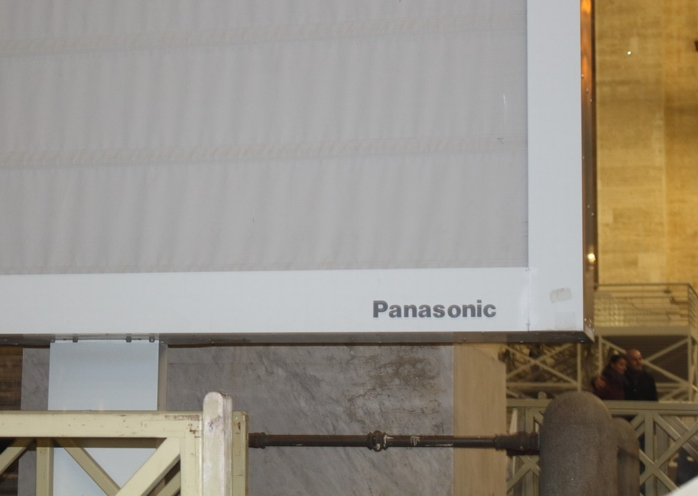 サンピエトロ大聖堂のテレビはパナソニック