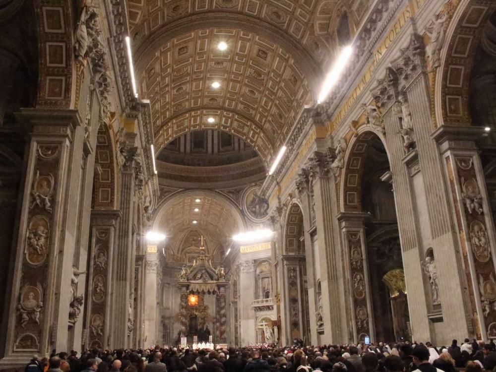 サンピエトロ大聖堂の中