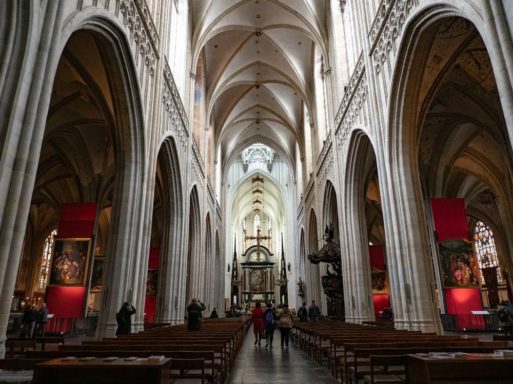アントワープ聖母大聖堂の中